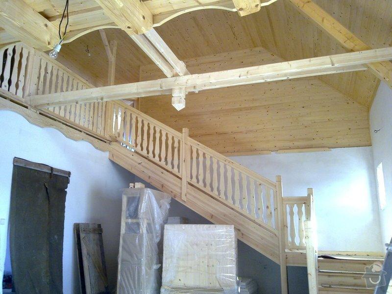 Střecha,arkýře,stropní trámy,dřevěný interier,schody: 25022011433