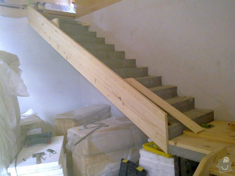 Střecha,arkýře,stropní trámy,dřevěný interier,schody: 26102010120