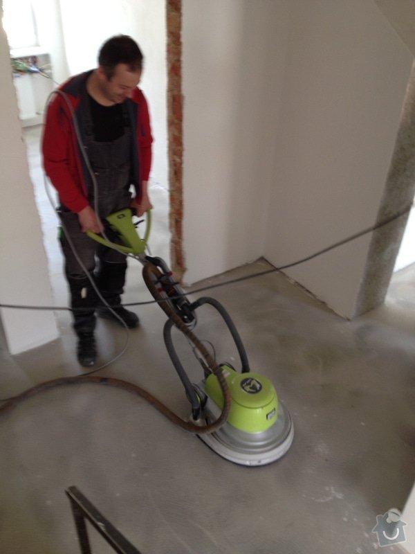 Úprava problematického betonu, vyrovnání podlahy, pokládka lepeného vinylu, obklad shodiště : IMG_3972