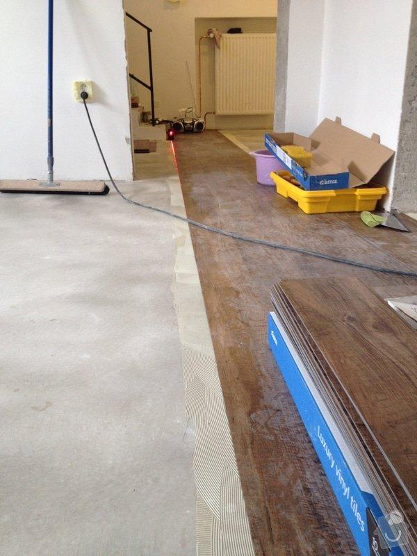 Úprava problematického betonu, vyrovnání podlahy, pokládka lepeného vinylu, obklad shodiště : IMG_3981