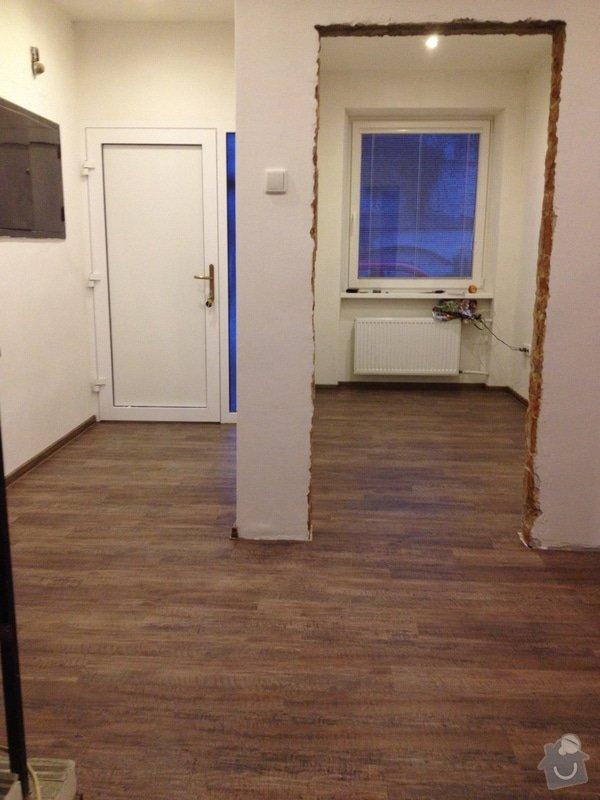 Úprava problematického betonu, vyrovnání podlahy, pokládka lepeného vinylu, obklad shodiště : IMG_3999