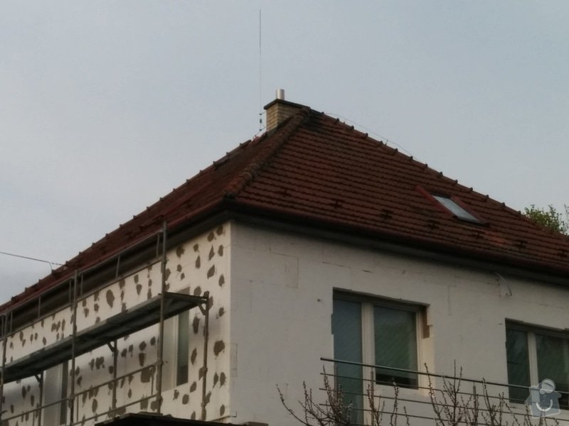 Oprava střechy - čistění a přeložení hřebenáčů (cca 4x8m): 2015-04-16_18.35.35