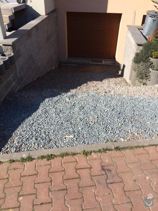 Položení dlažby před RD s garáží: 68b7c36f17ecbdaf79521a6333763dc4