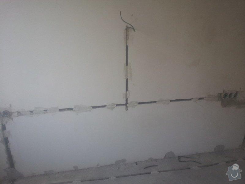 Zednicke prace panelak - oprava stuku stropy a slicy po elektrikarich: 20150414_100224