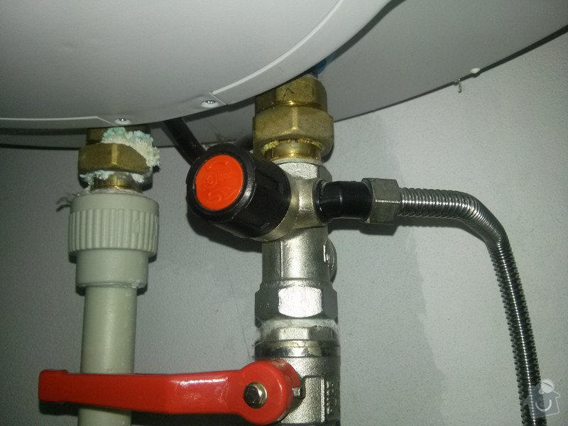 Výměna pojistného ventilu - bojler: 20150421_145352