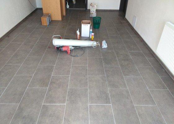 Pokládka dlažby v garaží a technické místnosti