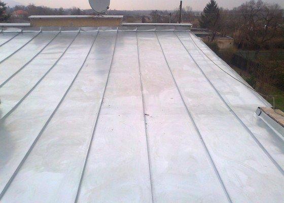 Pokrytí stávající pultové střechy cca 65m2.Sklon 8 až 11 stupnů.