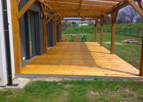 Výroba dřevěné terasy 50 m2
