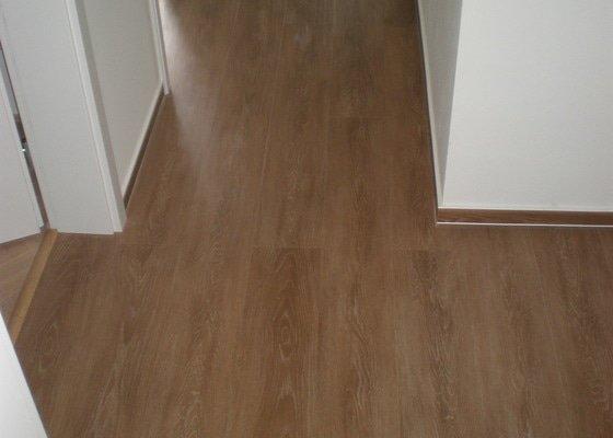 Renovace parket,vyrovnání podlah sanoniveleční stěrkou,lepení vinylové podlahy,montáž int.dveří