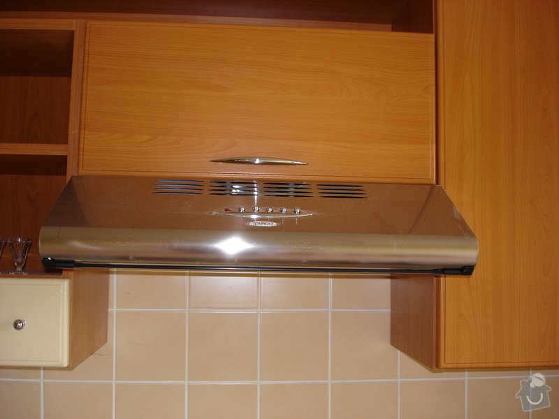 Kuchyňská skřínka místo digestoře: DSC01392