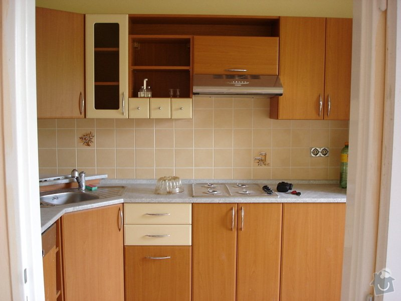 Kuchyňská skřínka místo digestoře: DSC01383