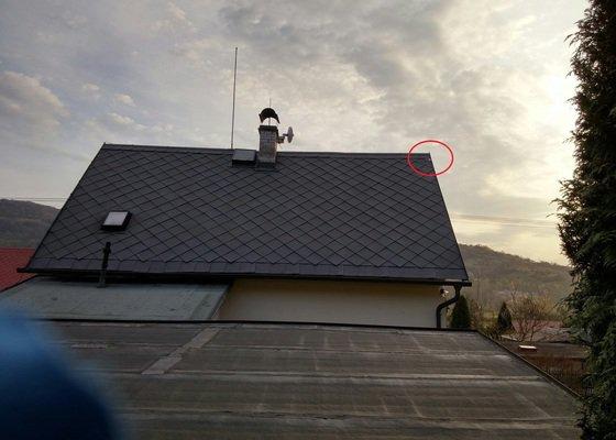 Upevnění uvolněné šablony střechy