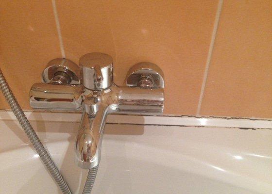 Oprava/vymena listy kolem vany