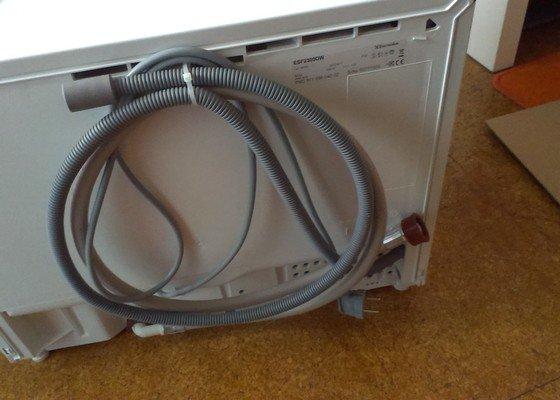 Zapojení stolní myčky, potřebné úpravy napojení na vodu (výměna roháčku?)