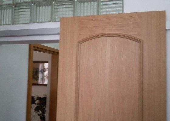 Dodávka a montáž podlah, dveří a zárubní