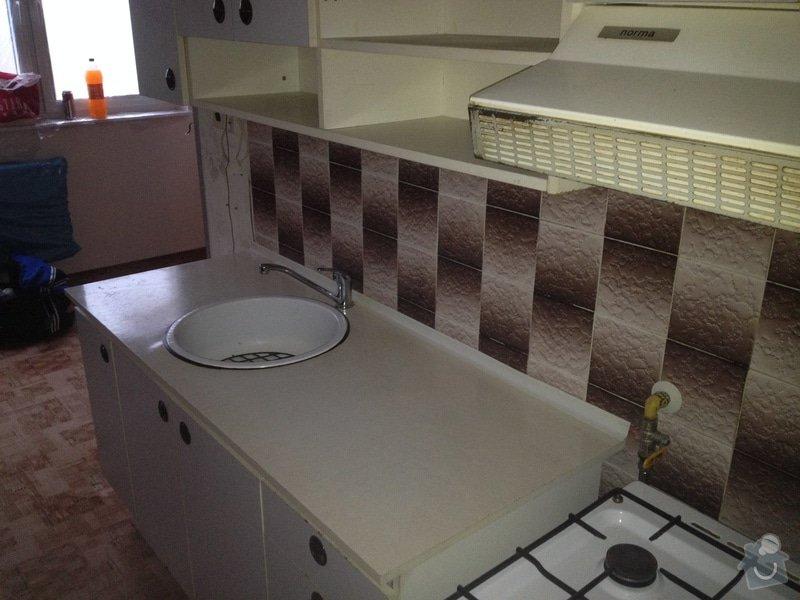 Rekonstrukce bytového jádra, stavební úpravy kuchyně, obložky: 12