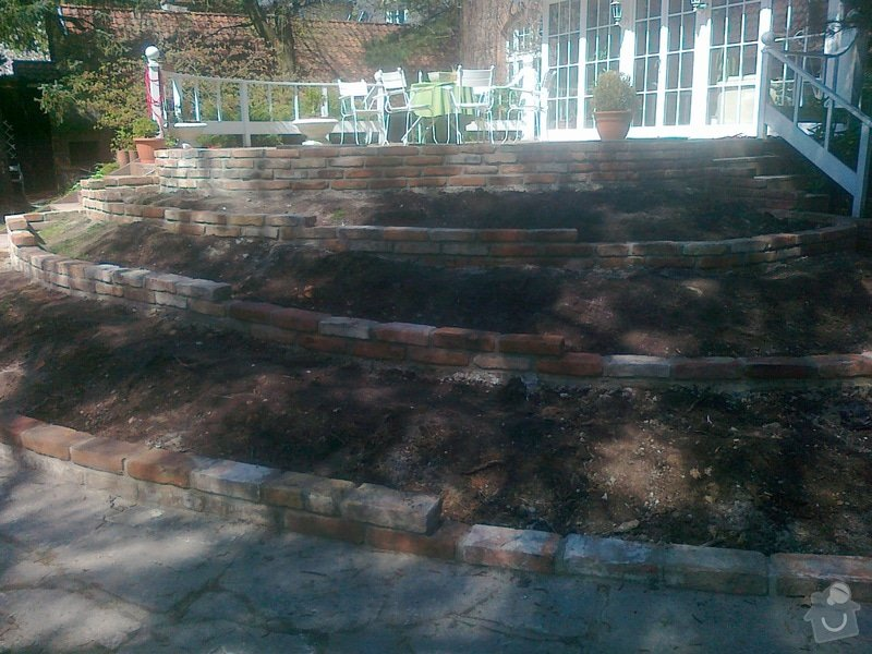 Stavba zahradní zídky: 290420152040