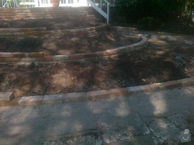 Stavba zahradní zídky: 290420152041