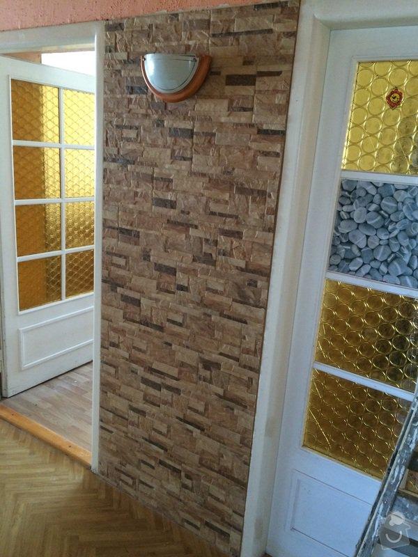 Obklad stěny obývacího pokoje kamenným obkladem: image