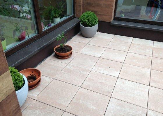 Výměna dlažby na terase za dřevoplast (WPC)