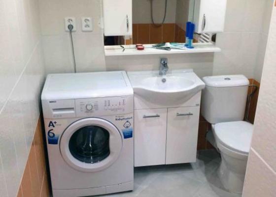 Předělání neobývané místnosti na obytnou mísrnost a koupelnu