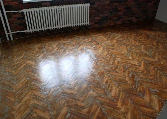 Renovace podlahy z dřevěných parket 18 m2