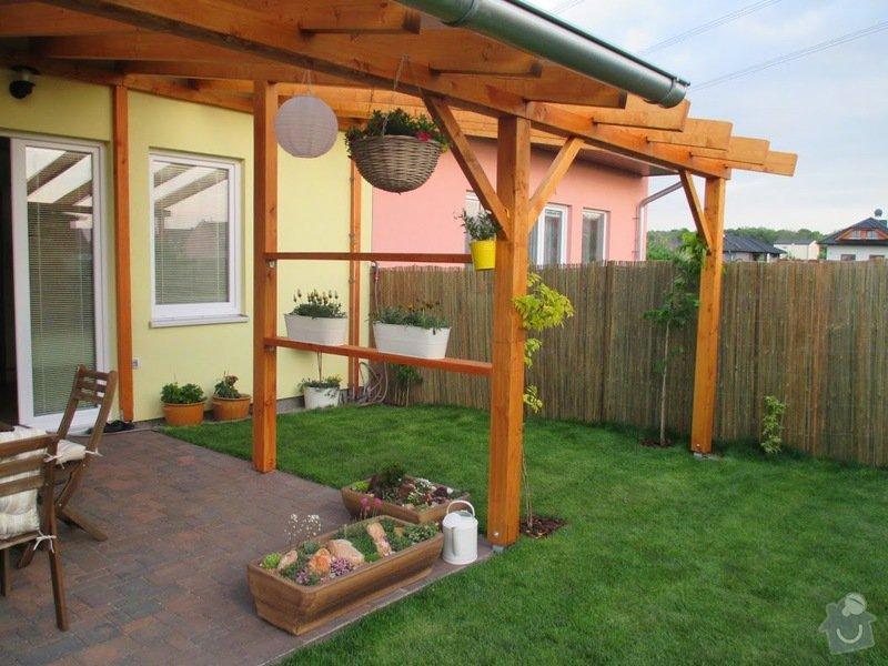 Dřevěný nízký plot okolo zahradní pergoly: IMG_0929