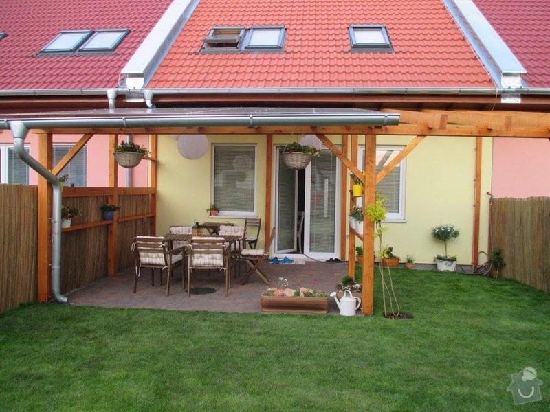Dřevěný nízký plot okolo zahradní pergoly: IMG_0925