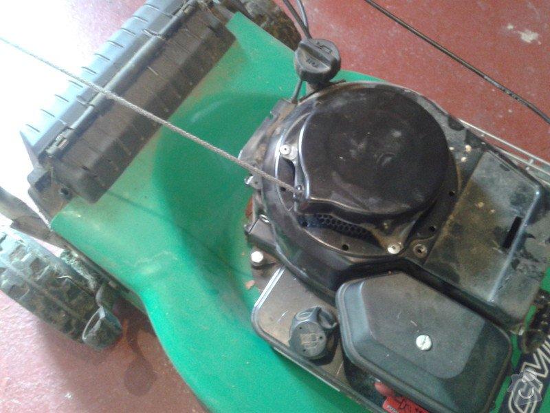 Oprava sekacky - utrzene startovaci lanko: 20150507_153047