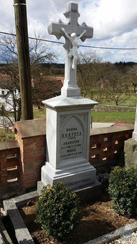 Rekonstrukce pomníku : 20150330_130015