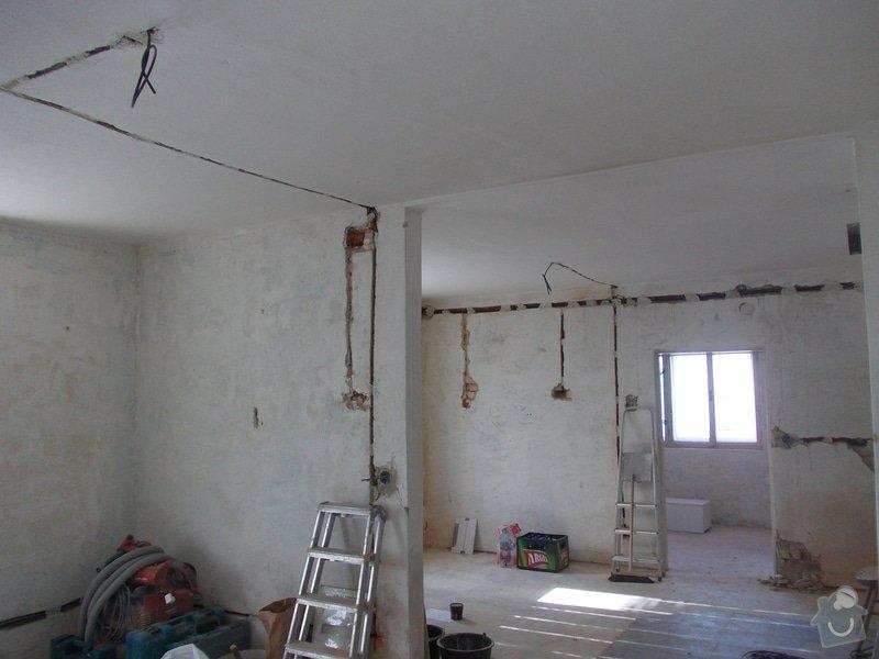 Oprava vnitřních omítek po elektrikářích: DSCN1248