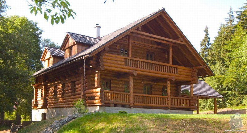Dřevěné zábradlí na balkón u srubového domu: balkon___podhledy_u_strechy