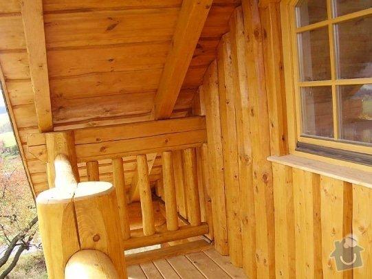 Dřevěné zábradlí na balkón u srubového domu: balkon_srub