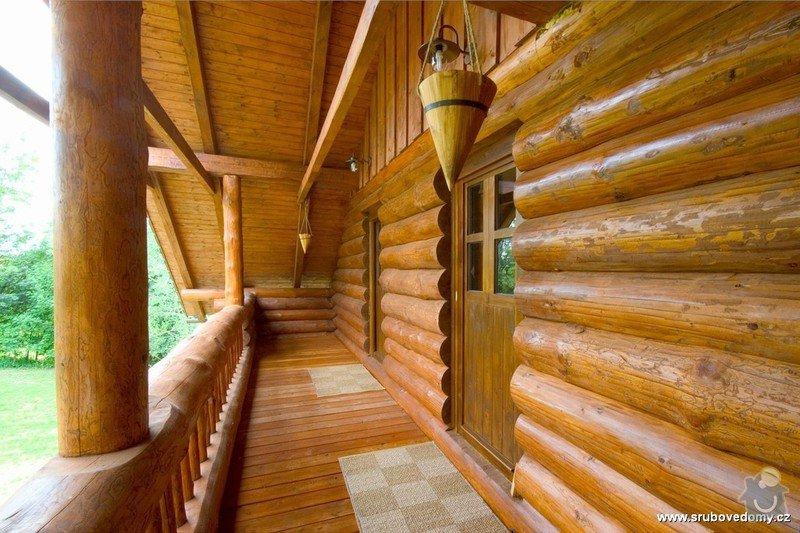 Dřevěné zábradlí na balkón u srubového domu: balkon_srub2