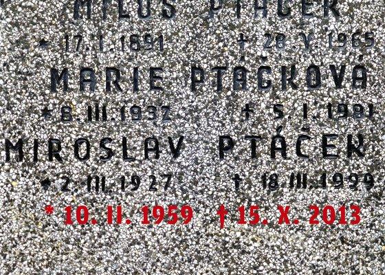 Vytesání nápisu na náhrobek