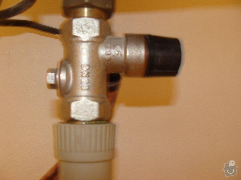 Výměna netěsnícího ventilu a oprava těsnění fitinky: DSC05149