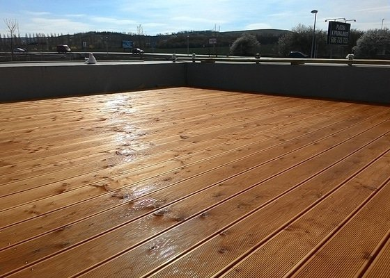 Stavba dřevěné terasy cca 30 m2