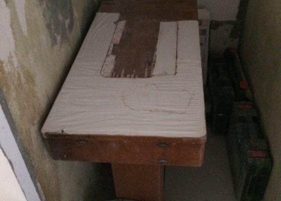 Oprava desky šicího stroje