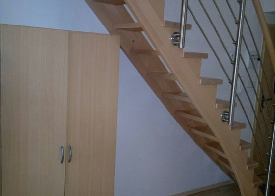 Vyroba vestavne skrine pod schody