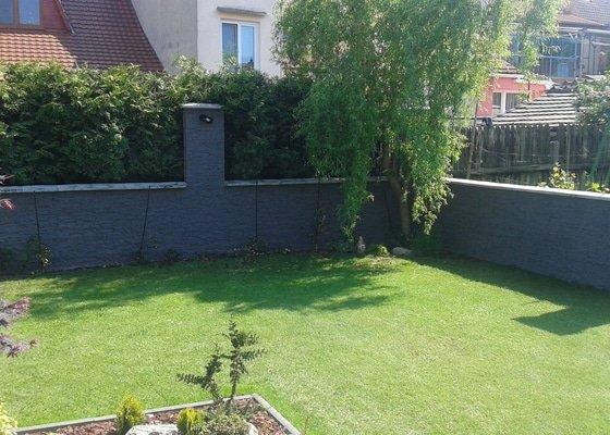 Obložení plotu  umělým kamenem