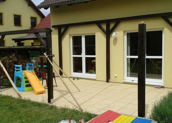 Stavba dřevěné samostatně stojící zastřešené pergoly