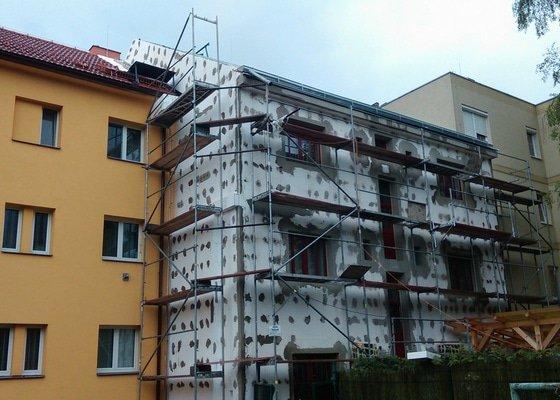 Kompletí rekonstrukce a zateplení fasády bytového domu