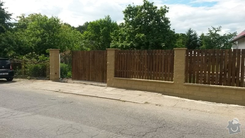 Plot,brána a okolí domu: 20150601_142833