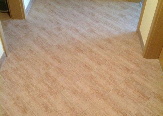 Vymena podlahy v chodbe bytu