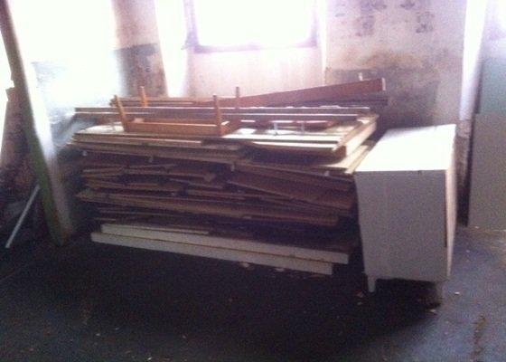Odvoz starého rozebraného nábytku do sběrného dvora