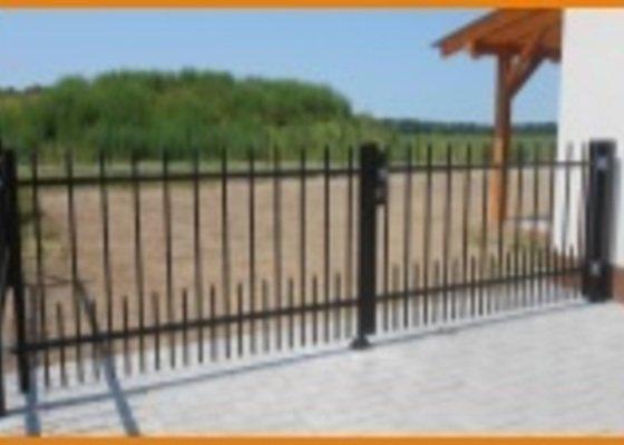 Pozink.hradba a posuvná brána