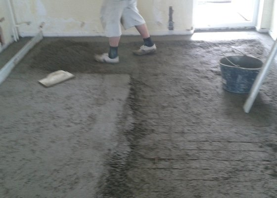 Betonová podlaha v obývaku