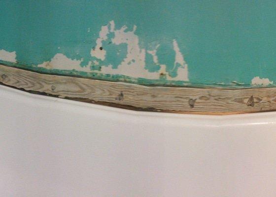 Menší oprava zdi kolem vany v bytě