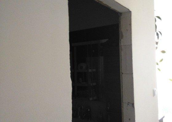 Montáž obložek futer + přidělání posuvných dveří na stěnu