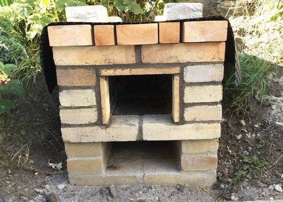 Výroba kovových dvířek, šuplíku a komína k domácí udírně